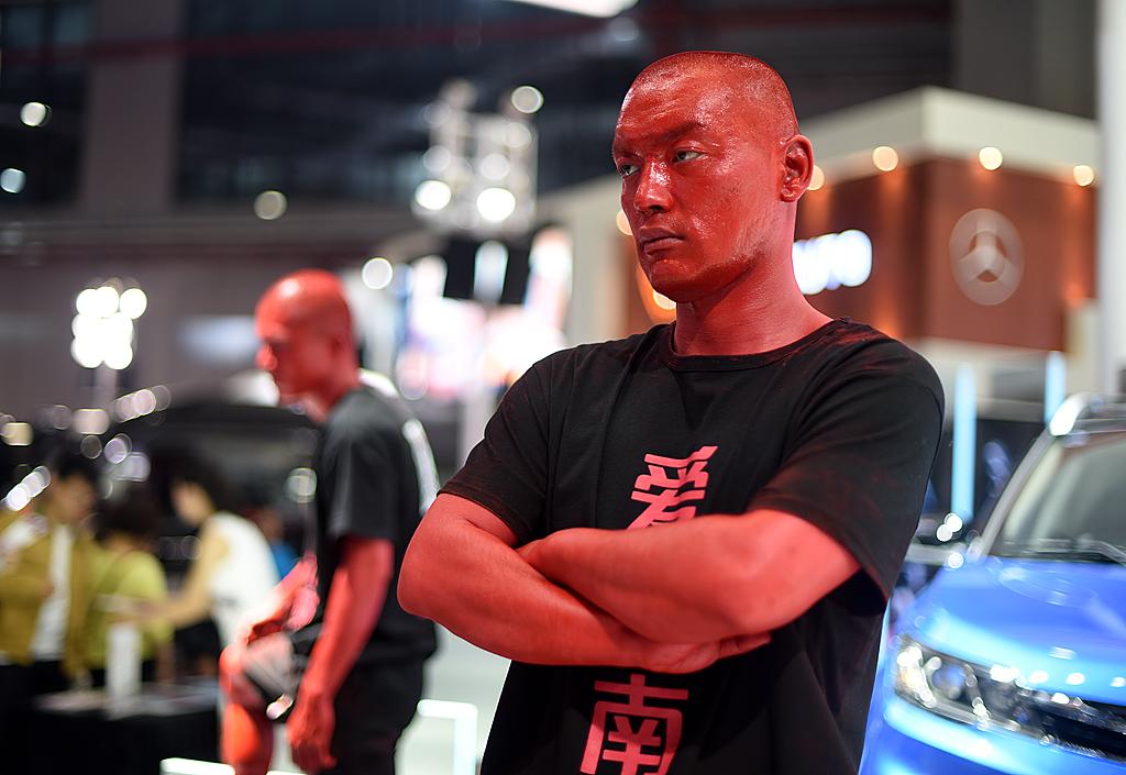 梦之工厂:香车美女汇集上海国际车展_图1-3