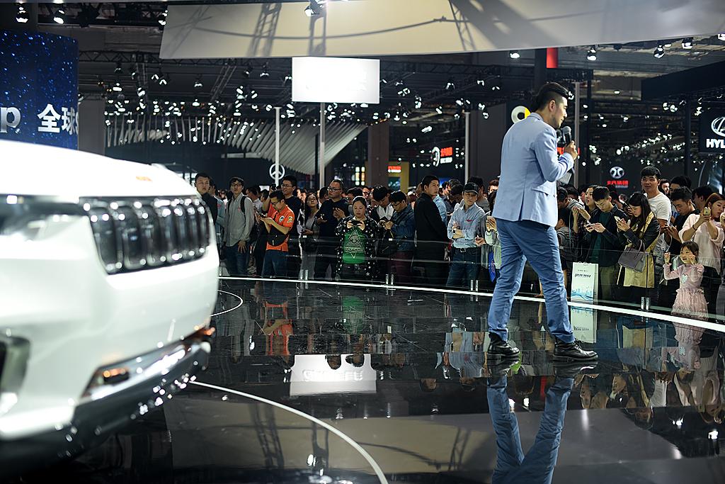 梦之工厂:香车美女汇集上海国际车展_图1-5