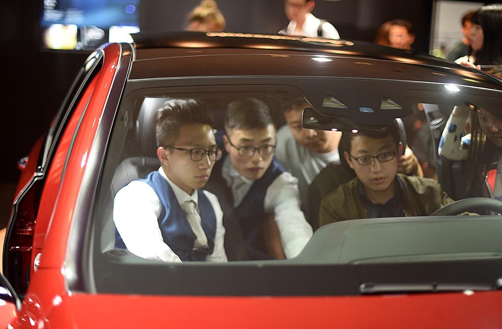 梦之工厂:香车美女汇集上海国际车展_图1-8
