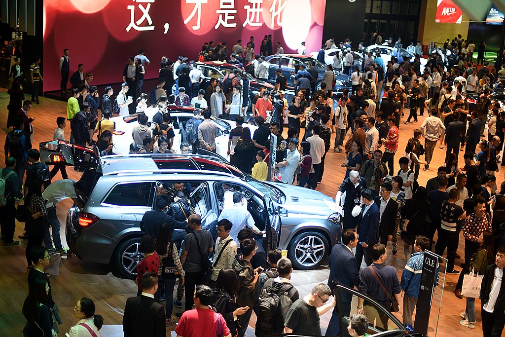 梦之工厂:香车美女汇集上海国际车展_图1-11