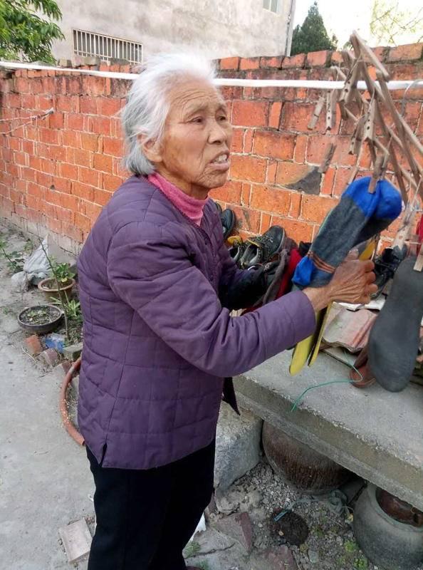 """《我是范雨素》:一位""""农民工""""的自述_图1-2"""