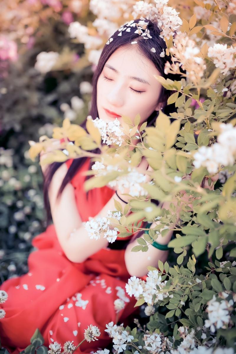 临沂大学有这么一道美丽的蔷薇长廊 当蔷薇MM王璐在她面前走过 ..._图1-1