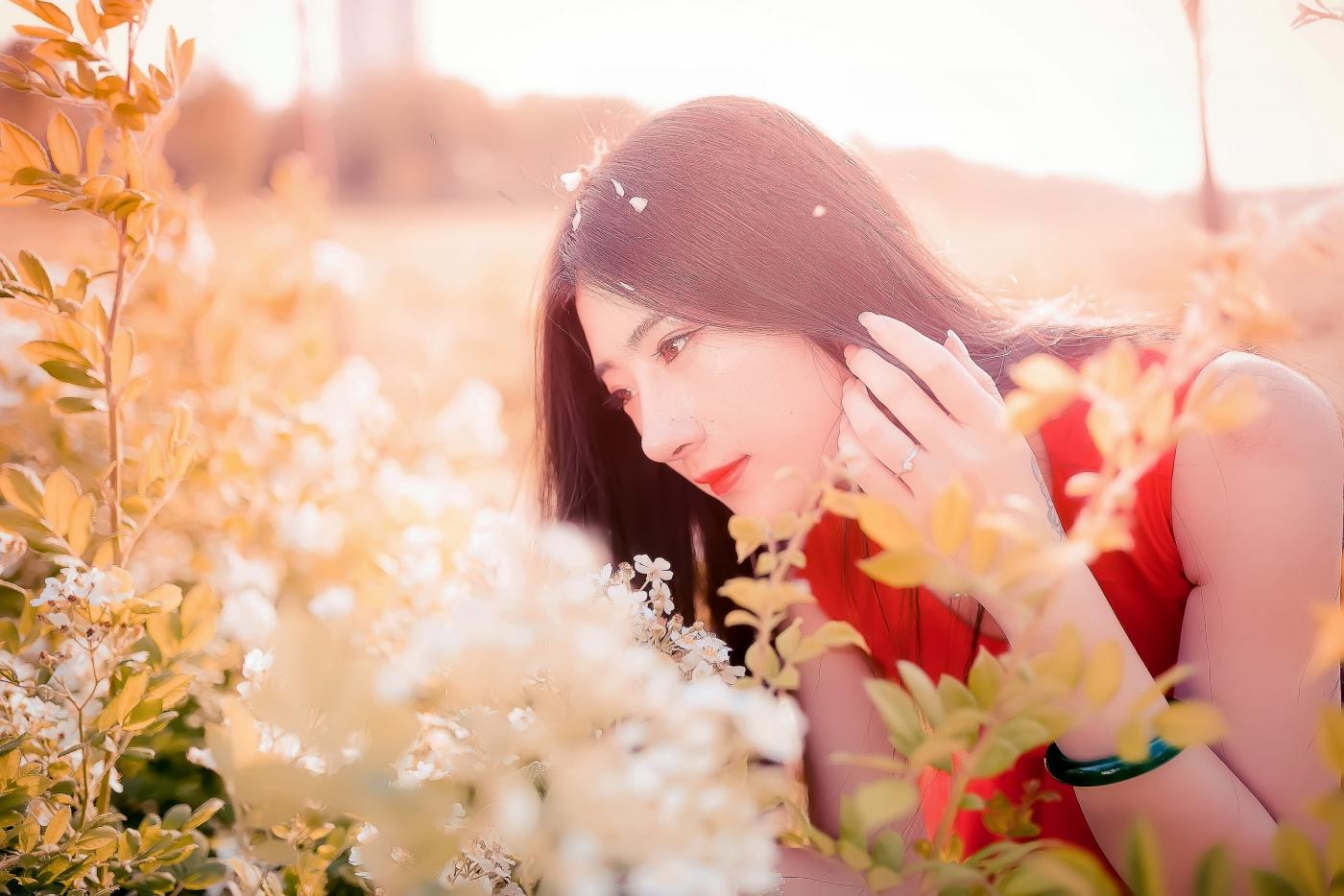 临沂大学有这么一道美丽的蔷薇长廊 当蔷薇MM王璐在她面前走过 ..._图1-3