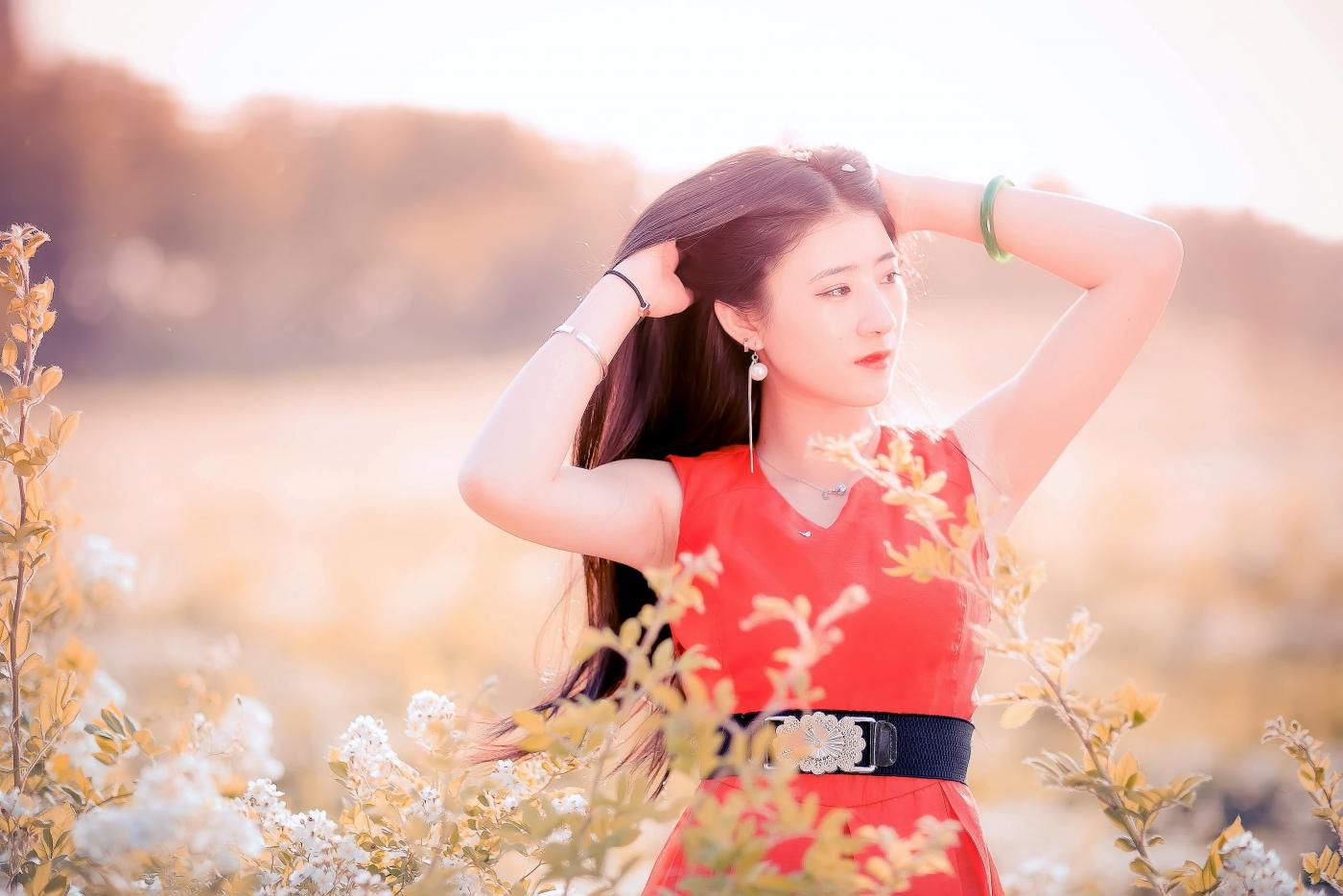 临沂大学有这么一道美丽的蔷薇长廊 当蔷薇MM王璐在她面前走过 ..._图1-4