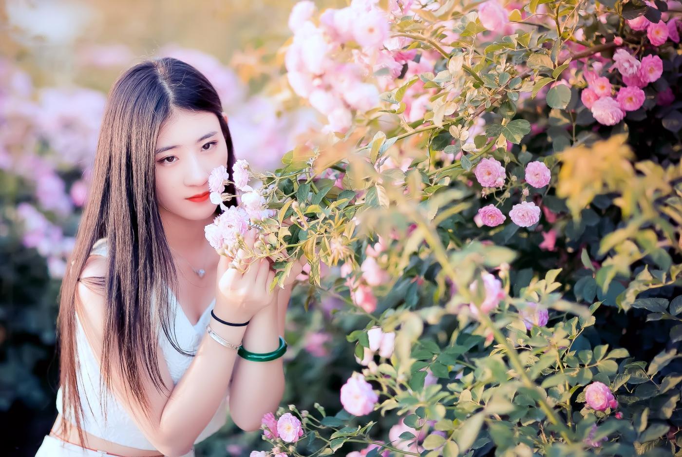临沂大学有这么一道美丽的蔷薇长廊 当蔷薇MM王璐在她面前走过 ..._图1-10