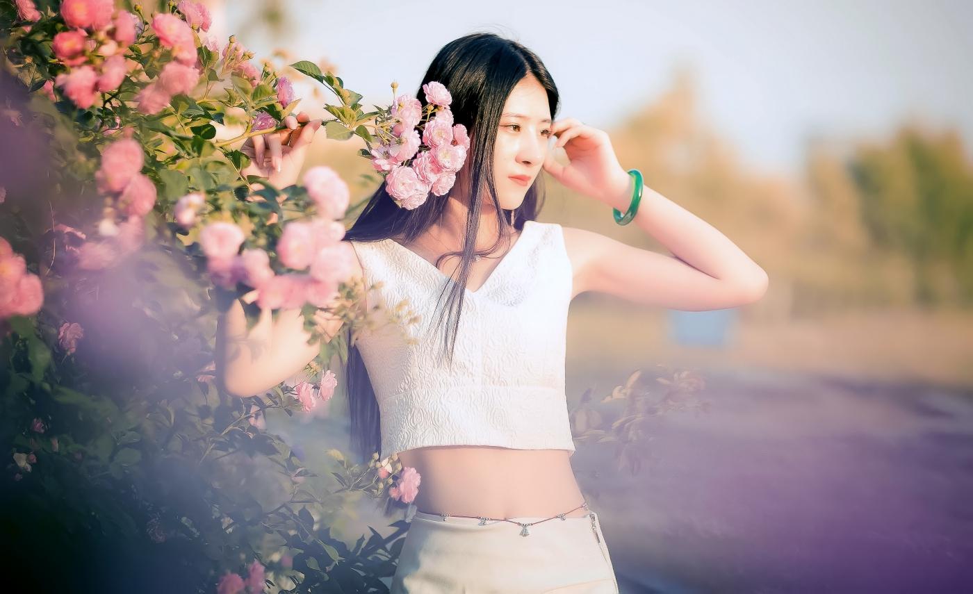 临沂大学有这么一道美丽的蔷薇长廊 当蔷薇MM王璐在她面前走过 ..._图1-11