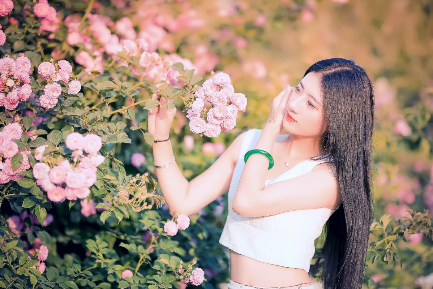 临沂大学有这么一道美丽的蔷薇长廊 当蔷薇MM王璐在她面前走过 ..._图1-12