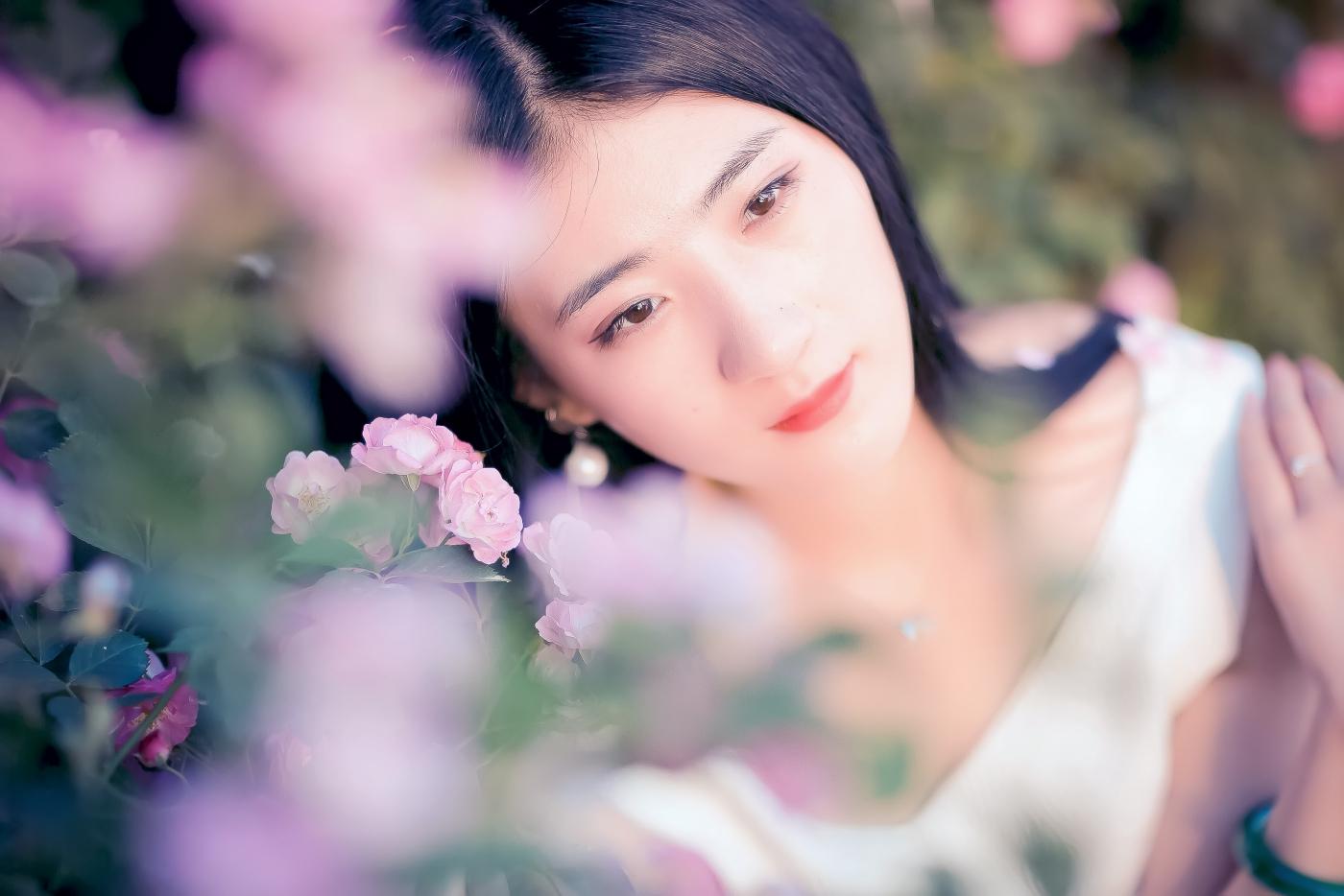 临沂大学有这么一道美丽的蔷薇长廊 当蔷薇MM王璐在她面前走过 ..._图1-14