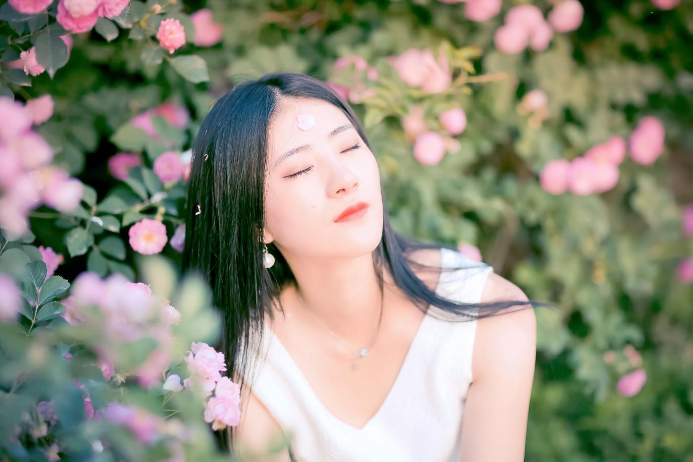临沂大学有这么一道美丽的蔷薇长廊 当蔷薇MM王璐在她面前走过 ..._图1-15