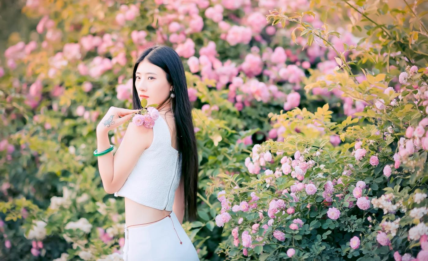 临沂大学有这么一道美丽的蔷薇长廊 当蔷薇MM王璐在她面前走过 ..._图1-19
