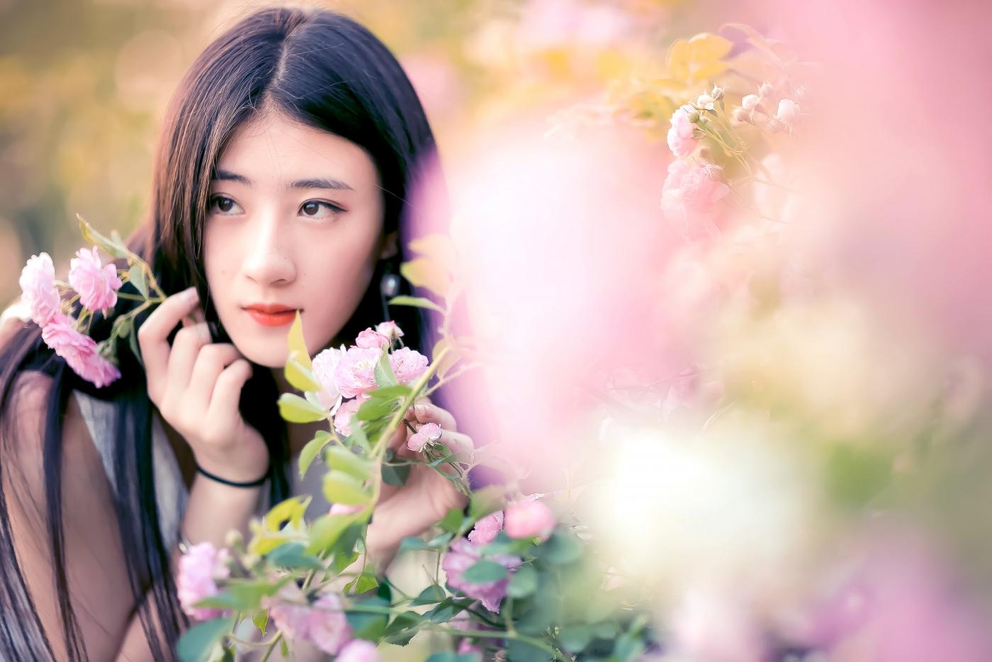 临沂大学有这么一道美丽的蔷薇长廊 当蔷薇MM王璐在她面前走过 ..._图1-21
