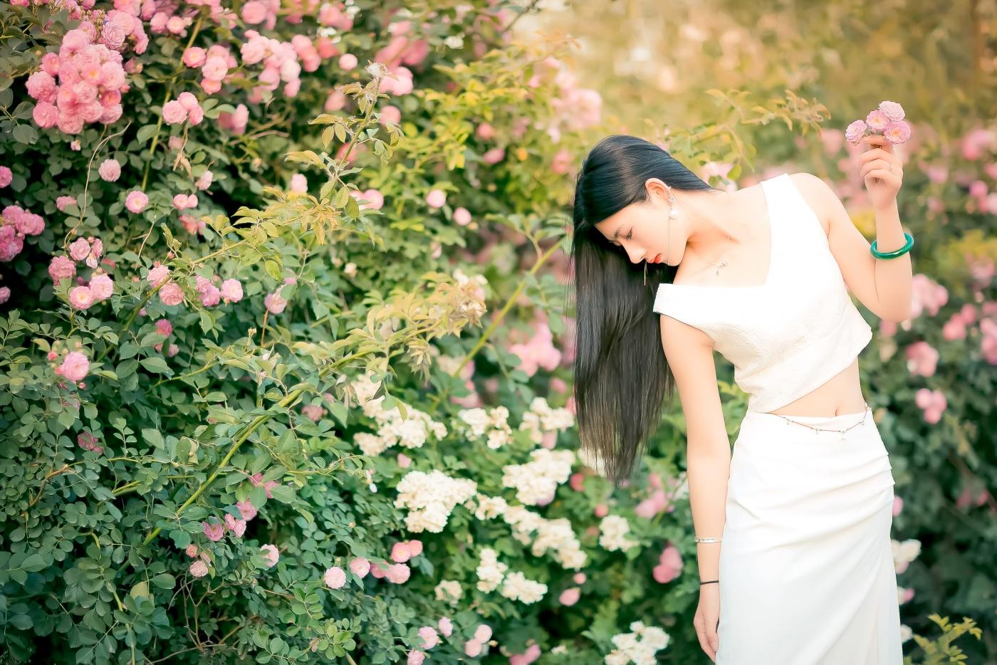 临沂大学有这么一道美丽的蔷薇长廊 当蔷薇MM王璐在她面前走过 ..._图1-24