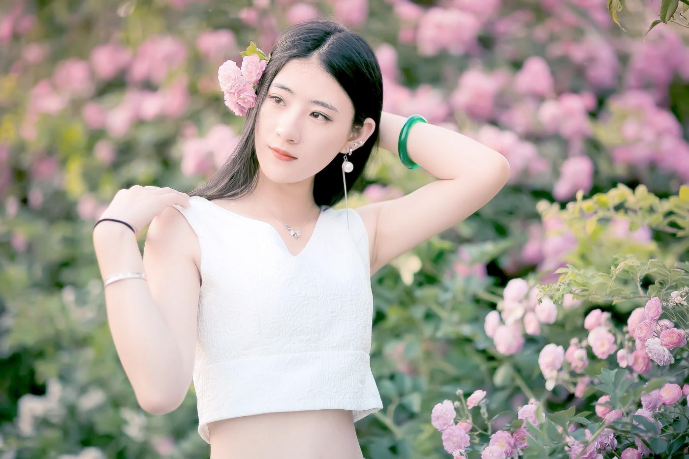 临沂大学有这么一道美丽的蔷薇长廊 当蔷薇MM王璐在她面前走过 ..._图1-25