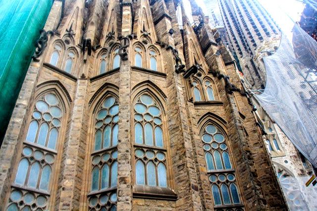 巴塞罗那圣家大教堂_图1-11