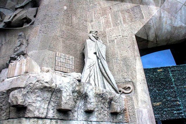 巴塞罗那圣家大教堂_图1-14