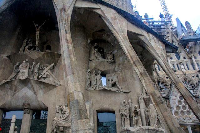 巴塞罗那圣家大教堂_图1-17