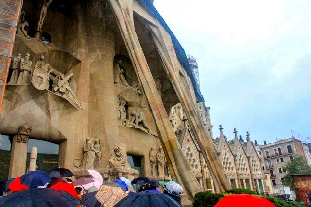 巴塞罗那圣家大教堂_图1-18
