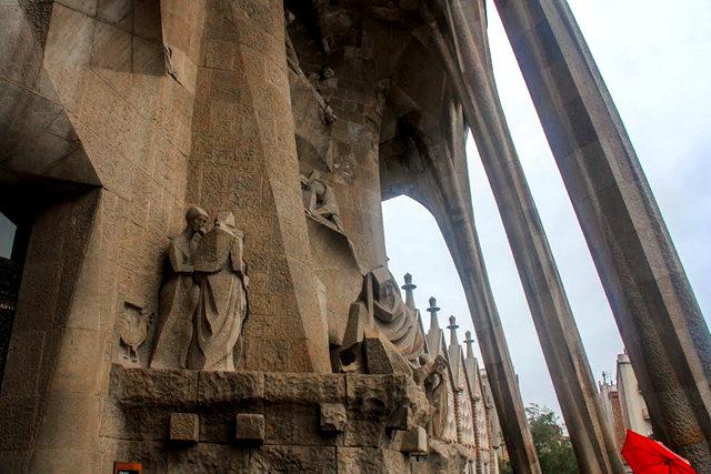 巴塞罗那圣家大教堂_图1-20