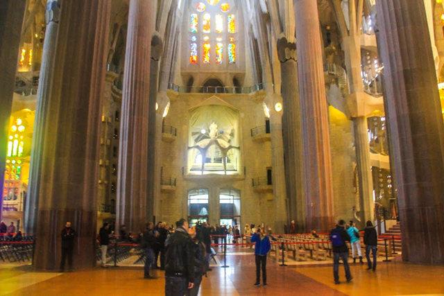 巴塞罗那圣家大教堂_图1-22