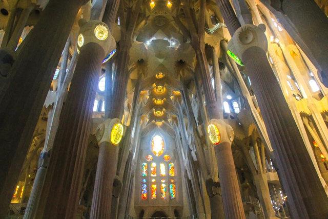 巴塞罗那圣家大教堂_图1-23