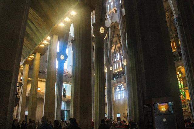 巴塞罗那圣家大教堂_图1-25