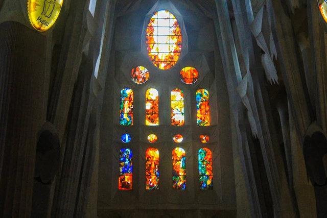 巴塞罗那圣家大教堂_图1-27