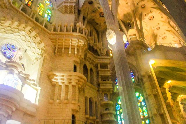 巴塞罗那圣家大教堂_图1-29
