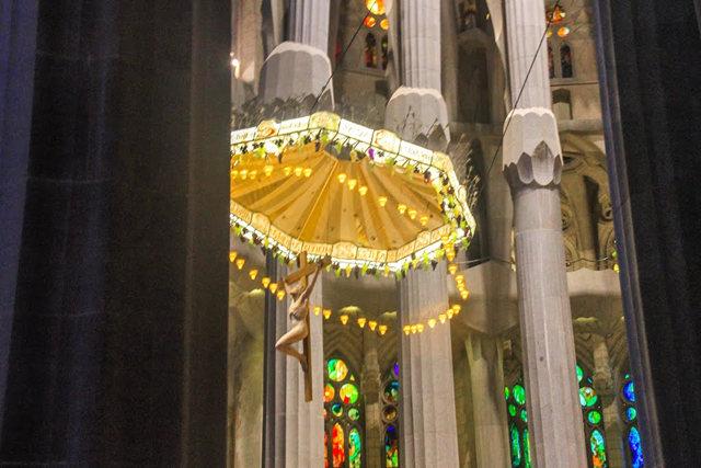 巴塞罗那圣家大教堂_图1-30