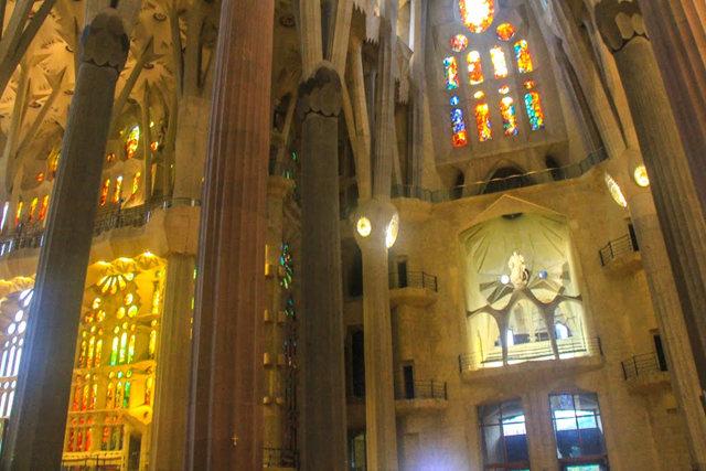巴塞罗那圣家大教堂_图1-32