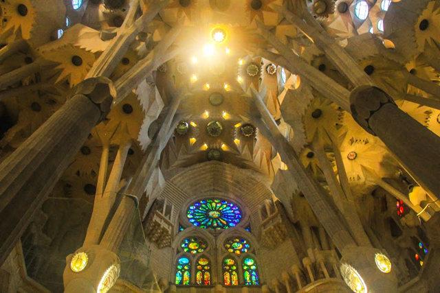 巴塞罗那圣家大教堂_图1-33