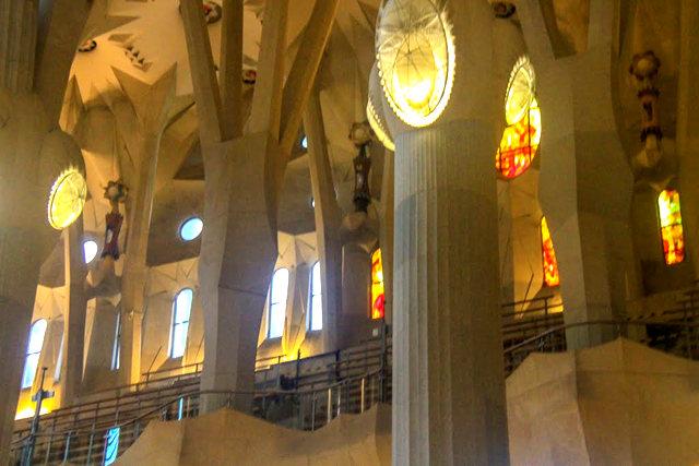 巴塞罗那圣家大教堂_图1-35