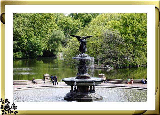 中央公园初夏,树木茂盛,花卉盛开,风景优美,游客兴旺! ..._图1-1