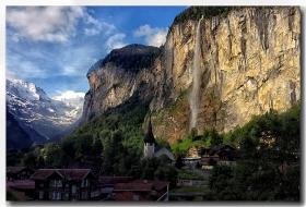 《酒一船摄影》:瑞士行-瀑布小镇劳特布伦