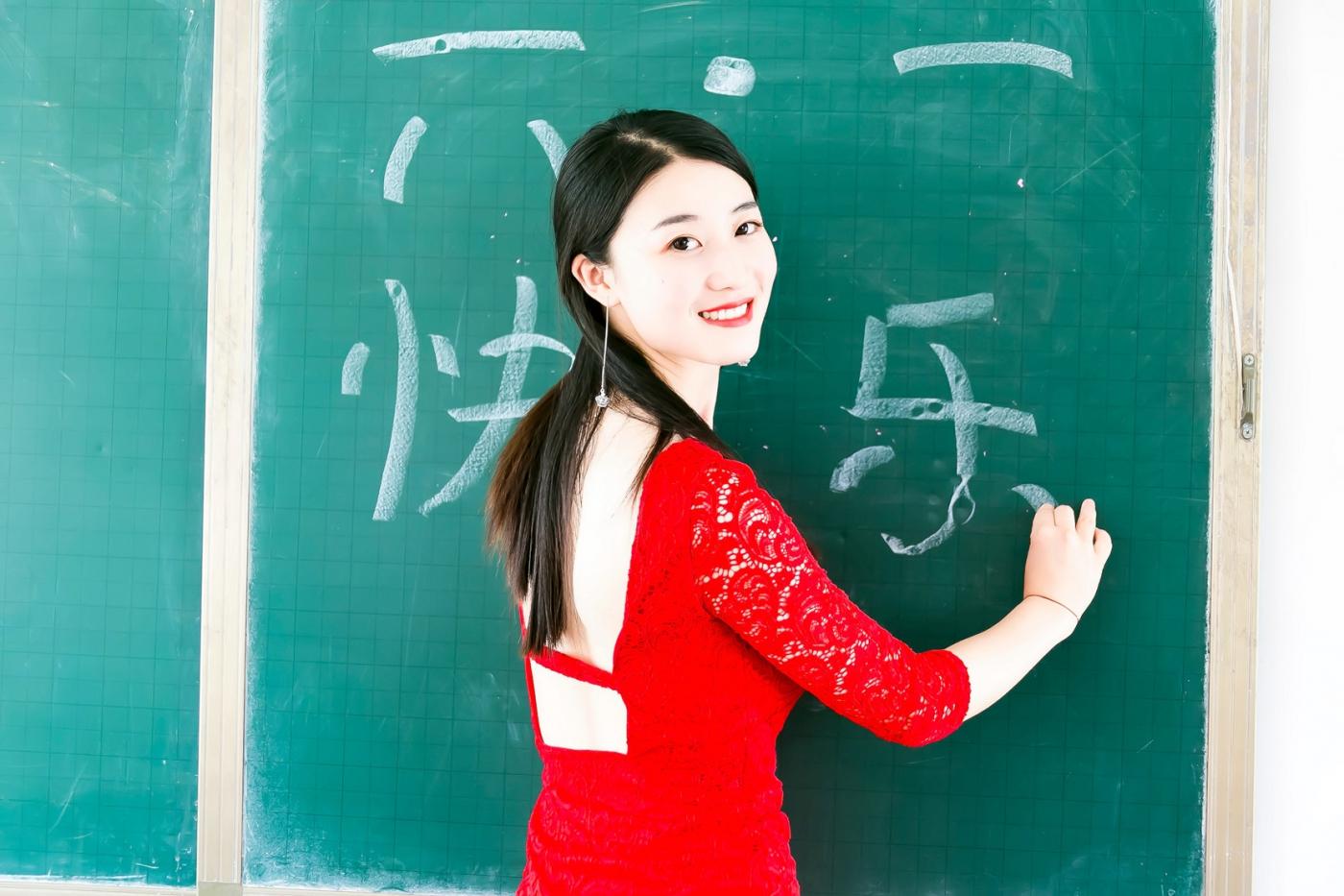和偶遇的美丽乡村女教师一起过六一_图1-2