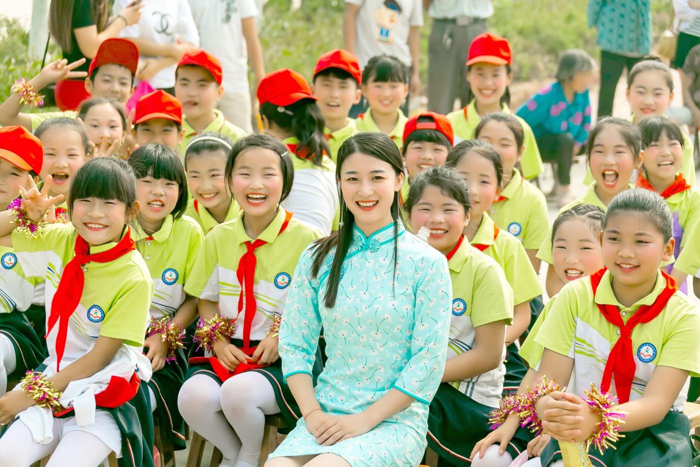 和偶遇的美丽乡村女教师一起过六一_图1-7