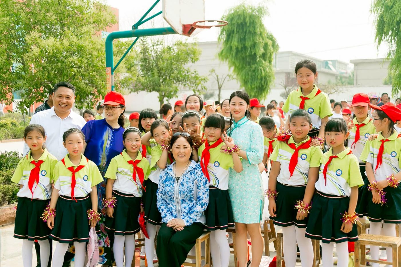 和偶遇的美丽乡村女教师一起过六一_图1-10