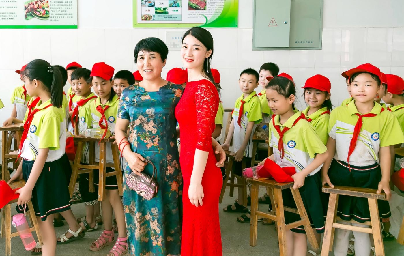 和偶遇的美丽乡村女教师一起过六一_图1-15