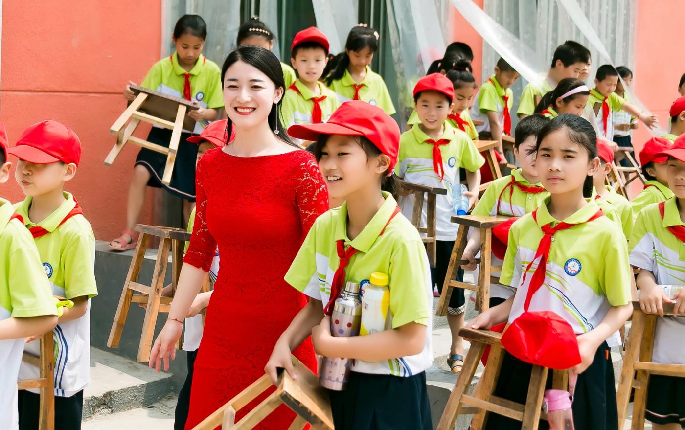 和偶遇的美丽乡村女教师一起过六一_图1-16