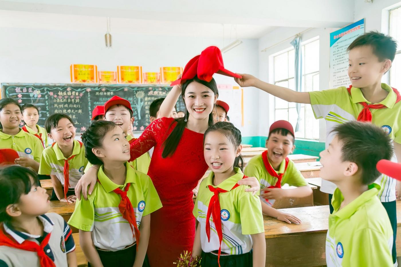 和偶遇的美丽乡村女教师一起过六一_图1-21