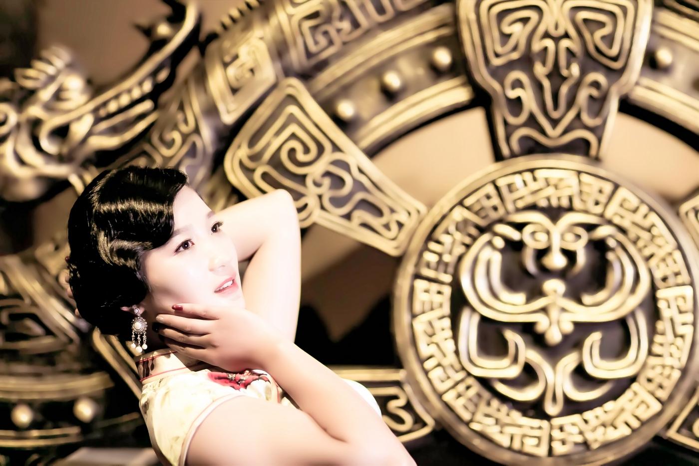 当临沂女孩孔孙懿凡遇到旗袍 一样会像王的女人一样高贵典雅 ..._图1-1