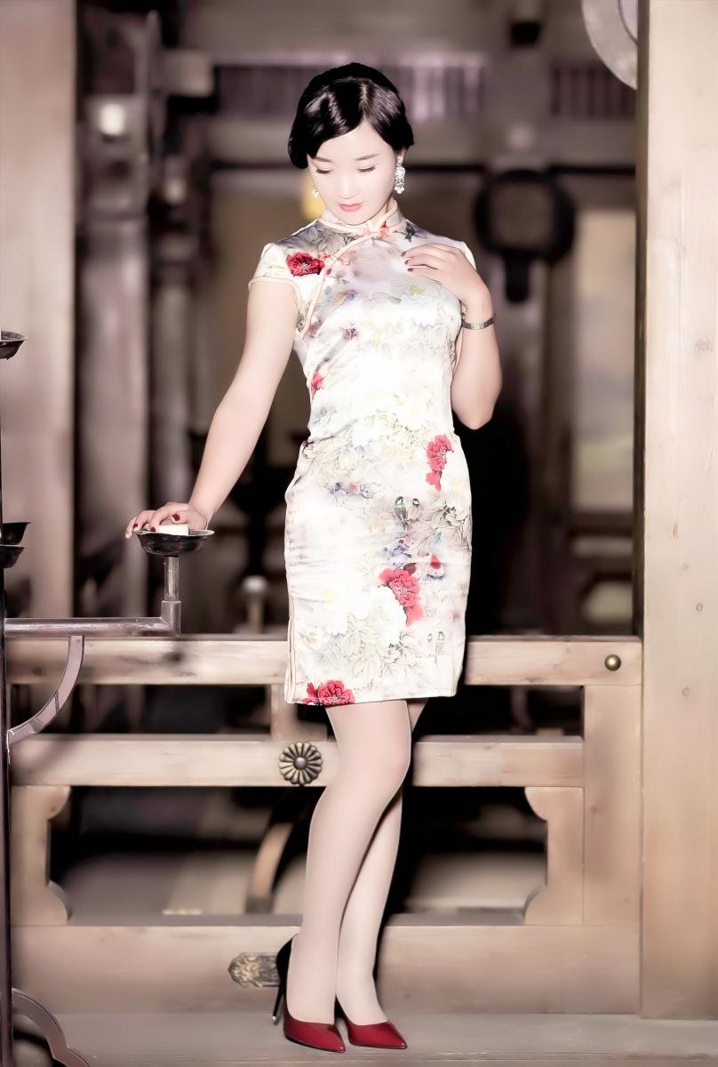 当临沂女孩孔孙懿凡遇到旗袍 一样会像王的女人一样高贵典雅 ..._图1-8