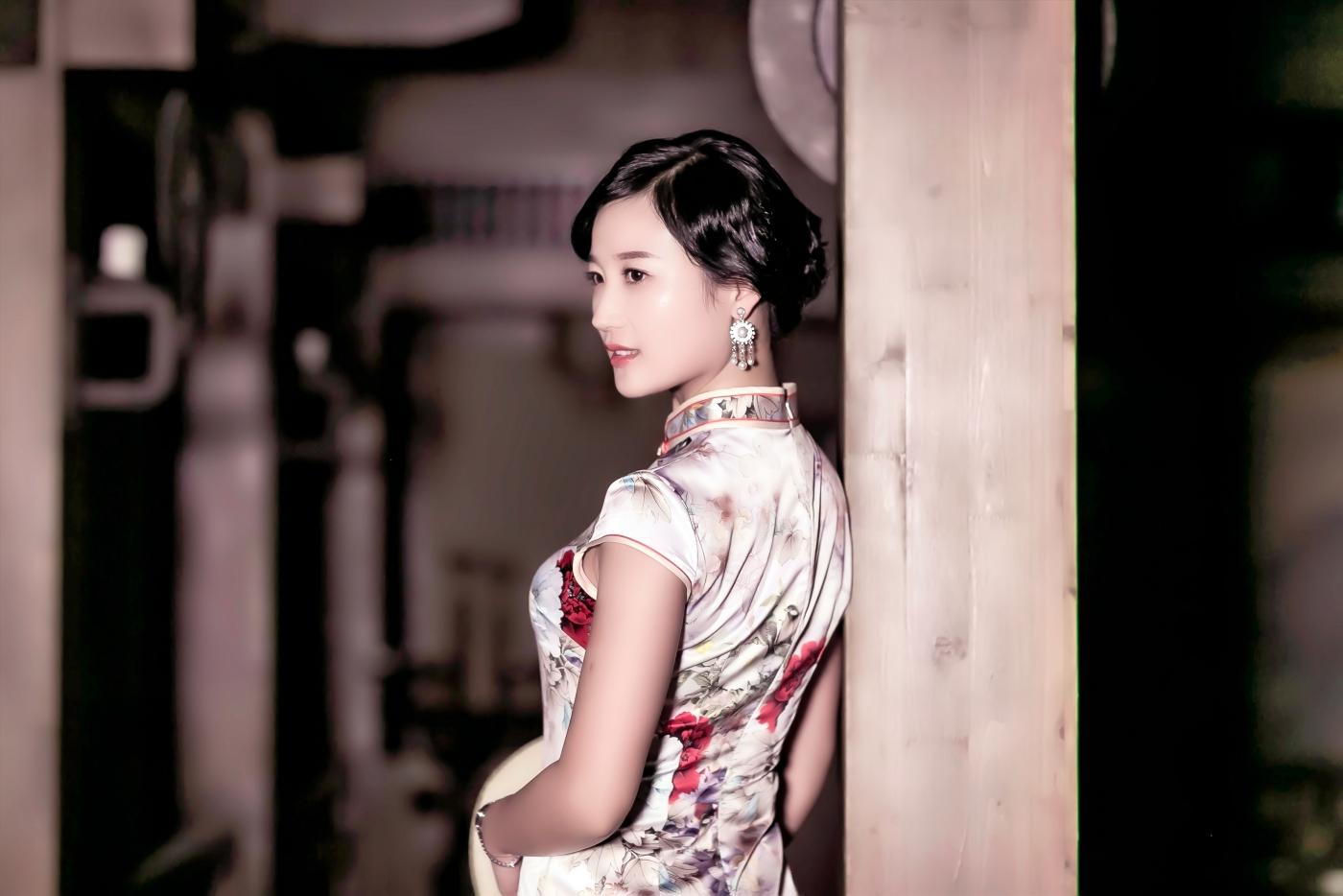当临沂女孩孔孙懿凡遇到旗袍 一样会像王的女人一样高贵典雅 ..._图1-9