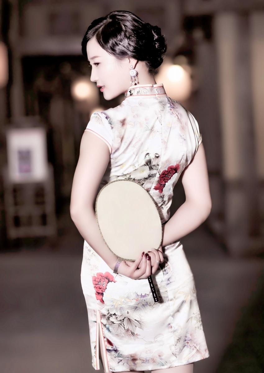 当临沂女孩孔孙懿凡遇到旗袍 一样会像王的女人一样高贵典雅 ..._图1-12