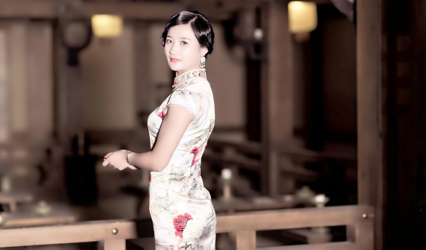 当临沂女孩孔孙懿凡遇到旗袍 一样会像王的女人一样高贵典雅 ..._图1-18