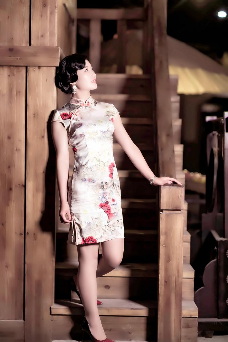 当临沂女孩孔孙懿凡遇到旗袍 一样会像王的女人一样高贵典雅 ..._图1-19