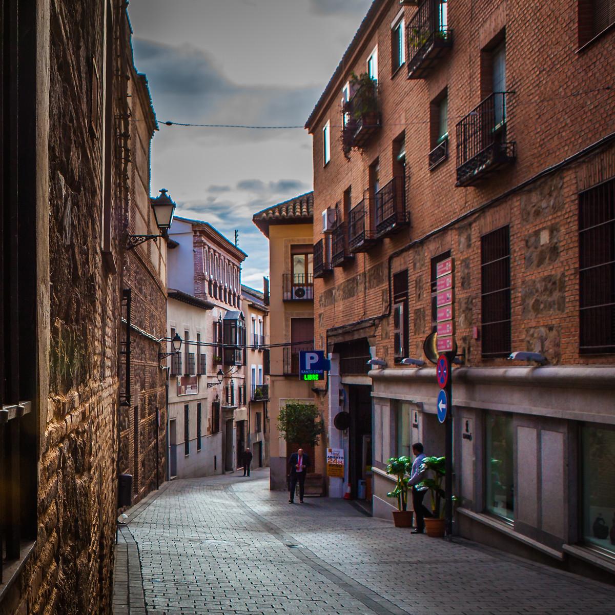 西班牙小镇的小弄堂_图1-3