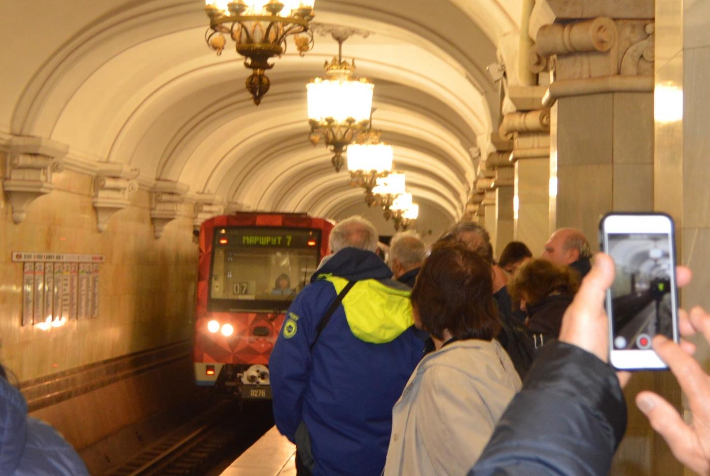 参观莫斯科地铁_图1-1