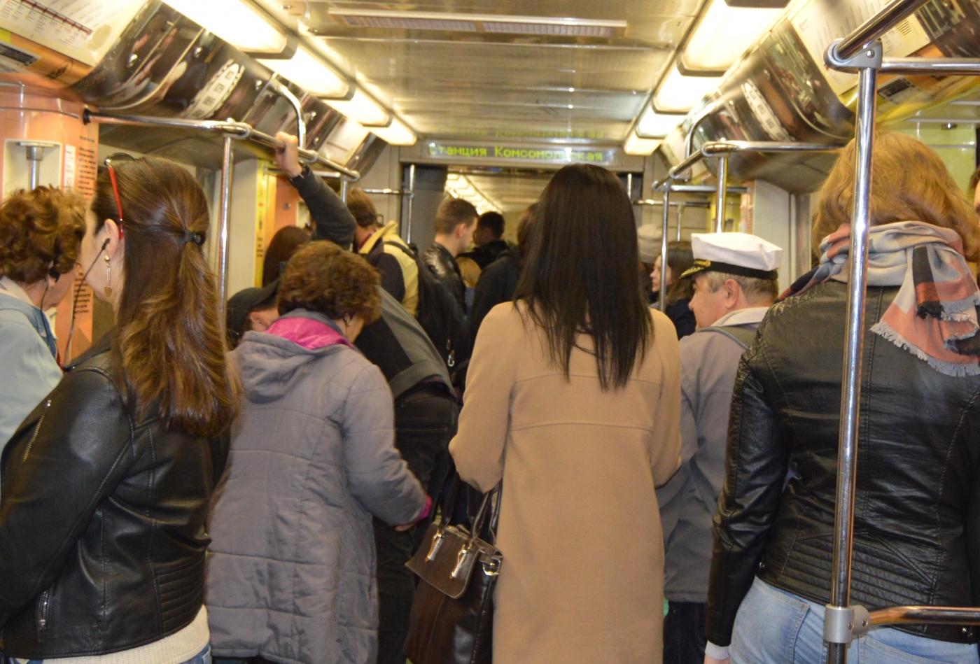 参观莫斯科地铁_图1-2