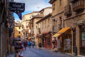 西班牙托莱多小镇,街头古朴建筑