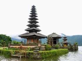 印尼巴厘岛的神庙